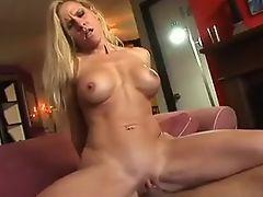 Amateur Blonde MILF Amber Irons Fucking